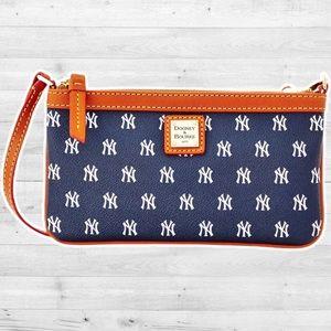 NWOT Dooney & Bourke large New York Yankees Wristlet